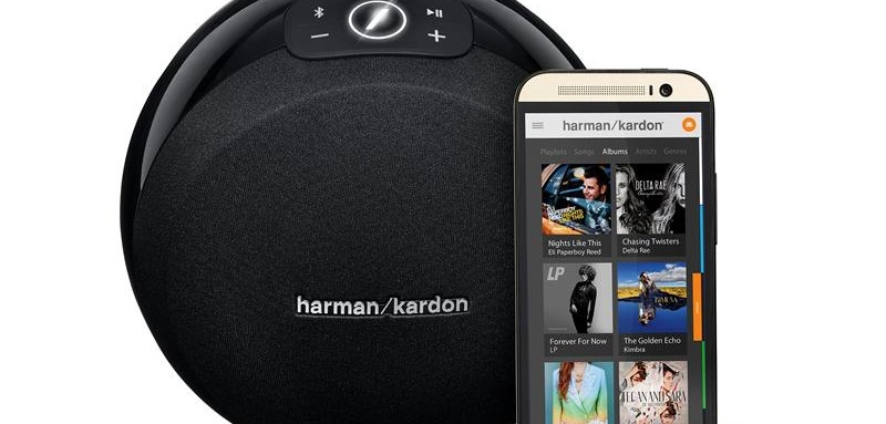 Harman Kardon Omni 10 Black (Front View w Phone)
